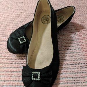 Adorable girls fancy shoes. Size 1 med